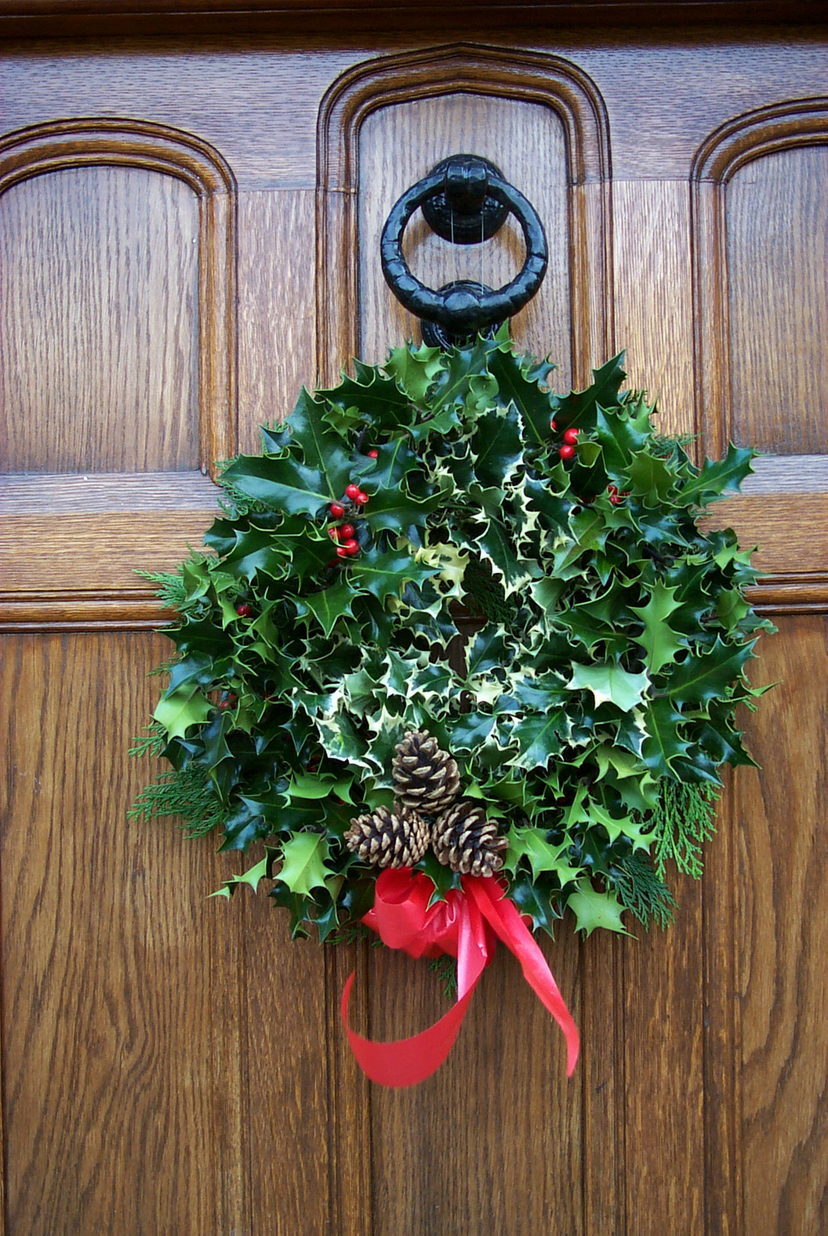 Plain holly wreath £10